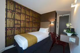 hotel et dans la chambre chambre simple hôtel de la gaité à montparnasse