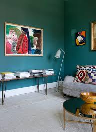 bank mit bücherstapeln im wohnzimmer mit buy image
