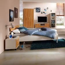priess varia schlafzimmer mit futonbett 2 türigem kleiderschrank und 2 nachtschränken in korpus lichtweiß front astkernbuche