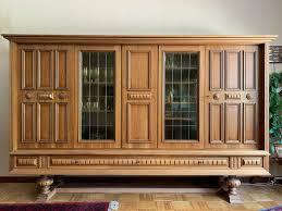 wohnzimmerschrank vitrine aus holz über 60 jahre alt edel