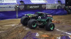 100 Monster Truck Grave Digger Videos Daredevil Driver Smashes Record With Incredible