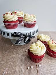 velvet cupcakes mit frischkäse schokoladen frosting