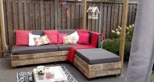 canapé en palette de bois appealing canape en bois de palette faire un salon jardin deco cool