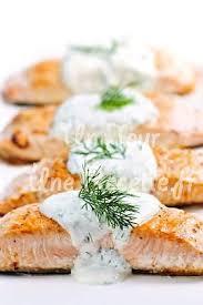 cuisiner pavé saumon pavés de saumon sauce aneth recette facile un jour une recette