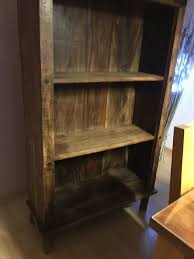altes antikes regal schrank holz schlafzimmer flur bücher