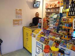 bureau de tabac a proximité du bureau de poste au bureau de tabac