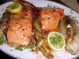 cuisiner pavé de saumon poele recette de filets de saumon aux baies roses