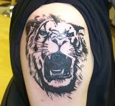 King Of The Jungle Is Shown Ferocious With His Teeth Exposed In This Leo Tattoo For Guys Wonderfully Crafted All Black An Intense Piece