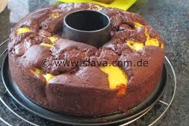saftiger schokokuchen mit pudding nutella klecksen