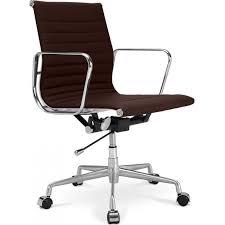 fauteuil de bureau charles eames fauteuil de bureau design cuir marron kase lestendances fr