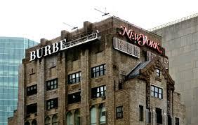 burberry s affiche en toutes lettres dans le ciel de york