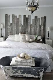21 Cool Bedroom Decor With Old Bathtub At The Foot Of Bed And Pallet Headboard