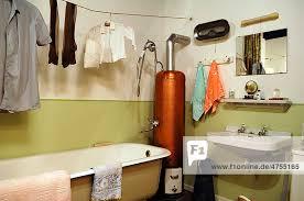 50er jahre badezimmer mit wasserboiler ausstellung