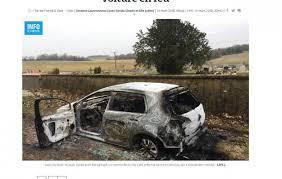 sur si e voiture volé et enfermé dans sa voiture ses agresseurs lui mettent le feu