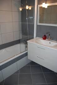 poseur de salle de bain pose carrelage mural salle de bain dootdadoo ides de interesting