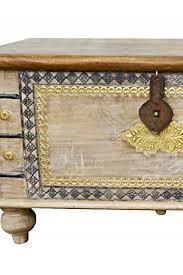 betttruhe als kissenbox oder deko im schlafzimmer vintage