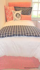 Bed Skirt Pins by Best 25 Navy And Coral Bedding Ideas On Pinterest Navy Coral
