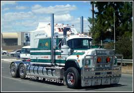Mack R600 Classic | Everything Trucks/Buses/Etc | Pinterest | Trucks ...