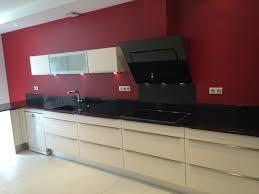 hotte de cuisine design réalisation d une cuisine avec façade mélaminé brillant et hotte