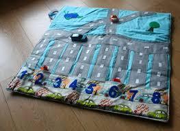 tapis de jeux voitures idéee ce tapis de jeu pour voiture et transportable