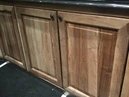 peindre meuble bois cuisine comment peindre des meubles en noyer massif résolu