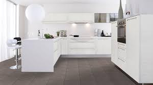 decorer cuisine toute blanche cuisine gamme les tentations cuisinella fou de cuisines