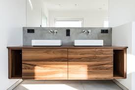 moderner waschtisch mit klasischen materialien modern