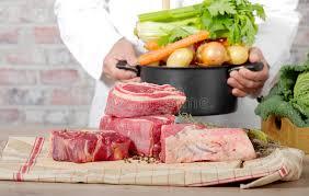 boeuf et légumes pour la préparation du pot au feu photo stock