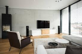 wohnzimmer einrichtung grauer boden caseconrad