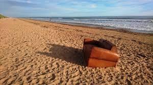 comment enlever des aur oles sur un canap en tissu insolite un canapé sur la plage à jean de monts