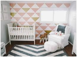 fauteuille chambre zoom sur les indispensables de la chambre de bébé