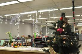 Christmas Office Door Decorating Ideas by Delectable 80 Decorating Office For Christmas Design Inspiration