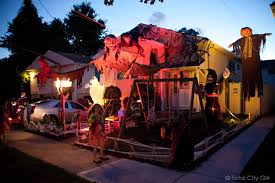 Naperville Halloween House A Youtube by If I Was Planning A Tacky Halloween House Much Like The New Fad Of