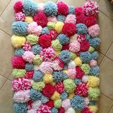 tapis a faire soi meme plus de 25 idées uniques dans la catégorie tapis pompon sur