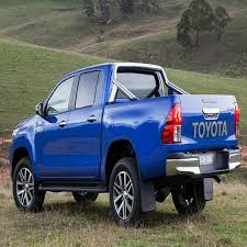 2017 Toyota Hilux Review And Concept – Trucks Reviews 2019 2020 ...
