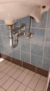 wozu dient dieses rohr beim abfluss badezimmer