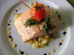 cuisiner pavé saumon pavés de saumon fenouil braisé tomates confites et crème de safran