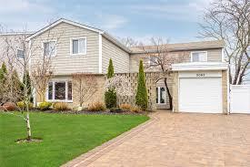 100 Houses For Sale Merrick Office Listings Douglas Elliman