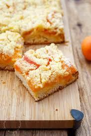 aprikosenkuchen mit hefeteig und streuseln
