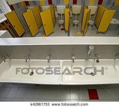 badezimmer a kindergarten mit klein toiletten und
