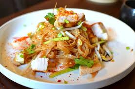 cuisine thailandaise recettes recette pad thaï au poulet la recette thaï emblématique