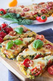 polenta pizza mit tomaten und spinat