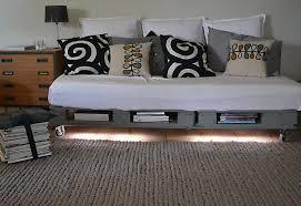 palette canapé canapé en palette de bois recuplulu
