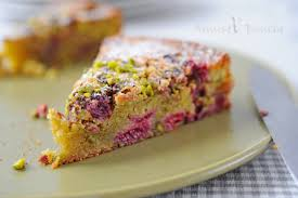 cake a la pate de pistache gâteau moelleux pistache et framboise pour clara amuses bouche