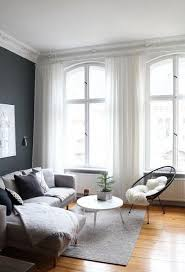 das wohnzimmer im advent mit zimmertanne dezent dekorieren