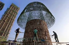 Best Type Of Artificial Christmas Tree by It Takes Mettle U2014and Wire U2014to Build The World U0027s Tallest Christmas