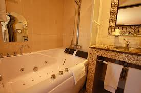hotel avec dans la chambre perpignan la suite alhambra de l hôtel à perpignan les 2 hotel