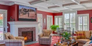 75 landhausstil wohnzimmer mit roter wandfarbe ideen