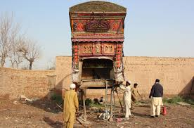 Laborers Repair The Body Of A Truck In Peshawar