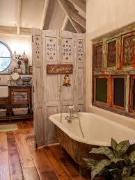 Flooring Rustic Bathroom Using Standtub Pallet Wood Floor And